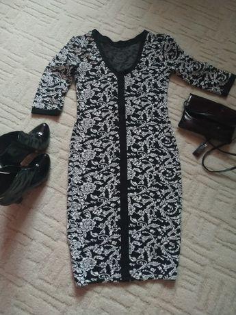 Тепле платтячко, чорно-білого кольору, розмір 36
