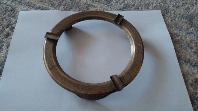 stara metalowa podstawka na papierosy (popielniczka)