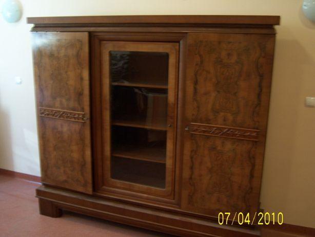 Biblioteczka regał z fornirowanego dębu i orzecha około 1930 roku