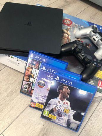 Playstation 4 slim 1 tb+ 2 джойстики + кронштейн