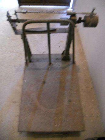 vendo balança antiga em ferro