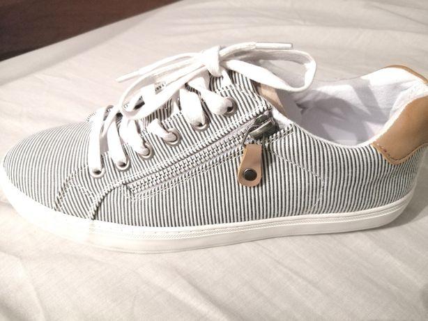 Sneakersy 39 w paski Deichmann