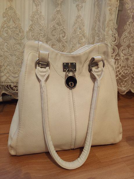 Жіноча сумка без жодних дефектів