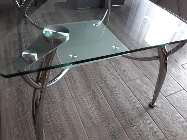 Sprzedam szklaną ławę w dobrym stanie.