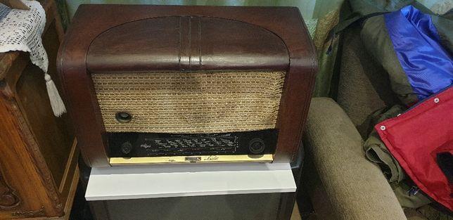 Rádio antigo Nora foi revisto e funciona