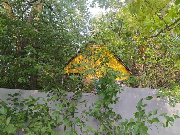 Продам садовий будиночок та земельні ділянки