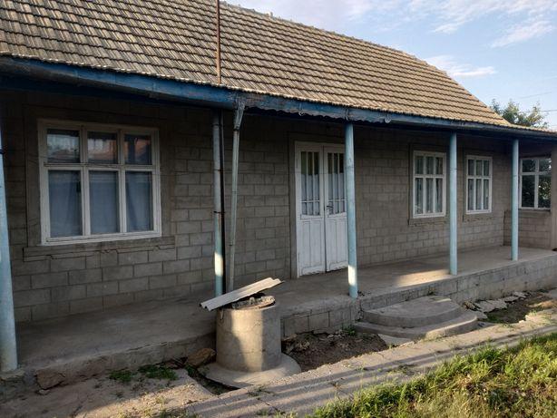 Продаётся ДОМ в центре села.