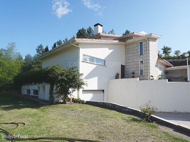 Moradia T4 para venda a cerca de 2 Km da Vila de Monção