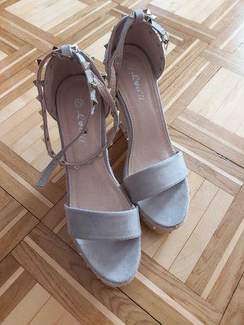 Sandały na koturnie, ćwieki, lovet, rozmiar 39