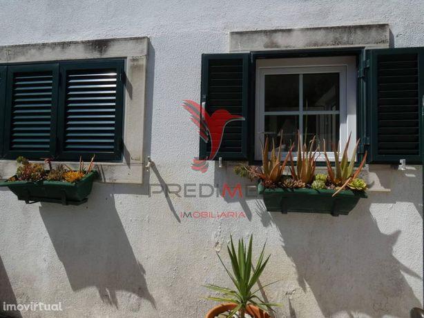 Moradia T3 na zona do Estoril com jardim