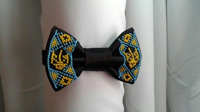 Галстук бабочка с вышивкой