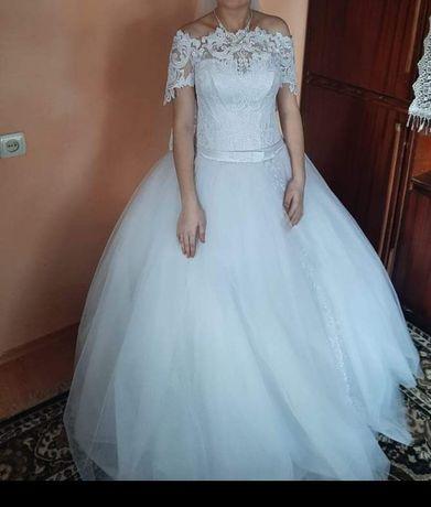 Весільна сукня розміру 42-46, на замочку та мотузках