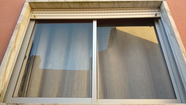 Janela de aluminio + estore
