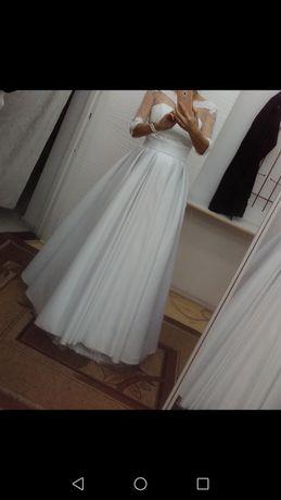 Suknia ślubna, piękna w swojej prostocie, stan idealny