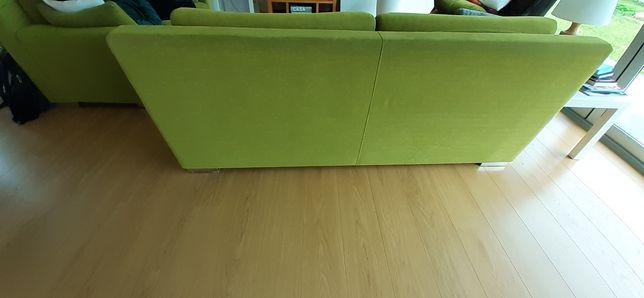 Dois sofás de 2 e 3 lugares.