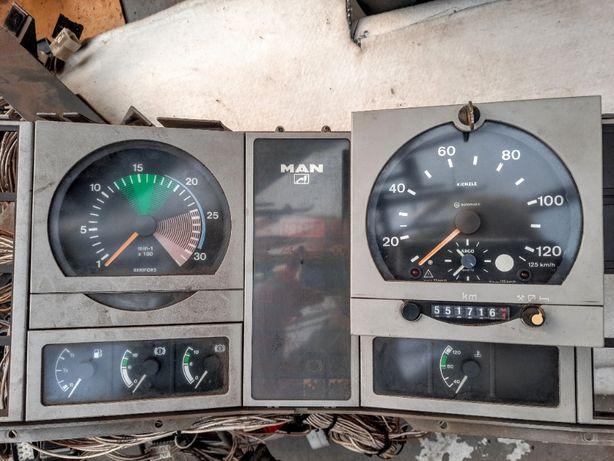 Instalacja elektryczna zegary z tablicą Man L2000