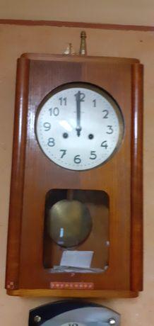Zegar zabytkowy nakrecany.