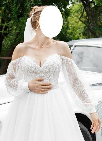 Весільна сукня (Розмір: 42-46)