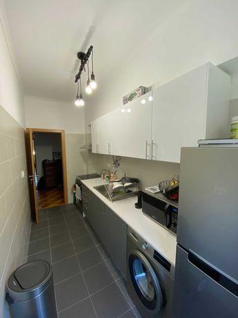 T1 remodelado com cozinha equipada, Laranjeiras