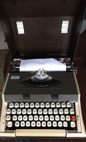Maquina escrever Logika 3000 com mala de transporte