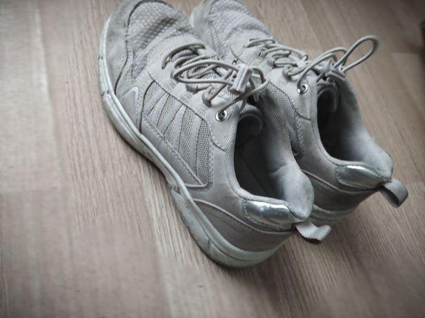 Znoszone damskie buty , używane