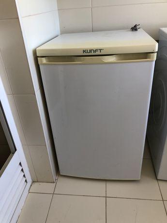Arca Congeladora Vertical KUNFT 85L