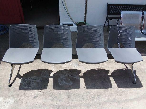 Banco de 4 cadeiras em ferro e plástico