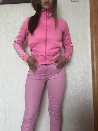 Розовые джинсы скини.