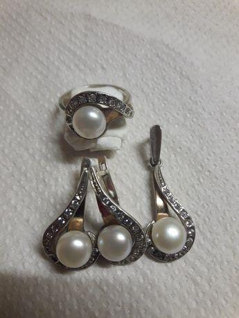 Серебро 925 проба набор,кольцо 18 размер, серьги, кулон, кольцо.