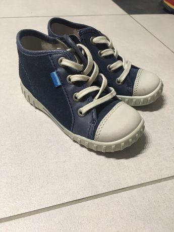 Дитячі кросівки