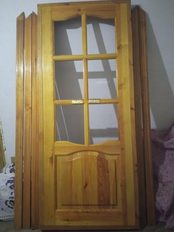 Двери деревянные с коробкой, петлями и наличниками