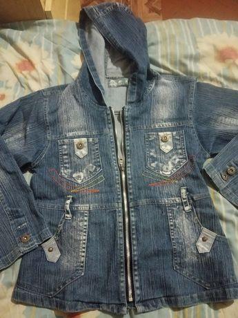 Продам джинсовую куртку детскую