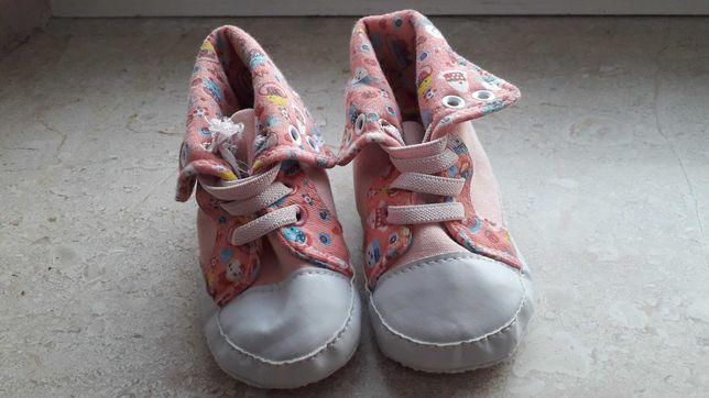 Nowe buciki dziewczęce - 12-18 miesięcy