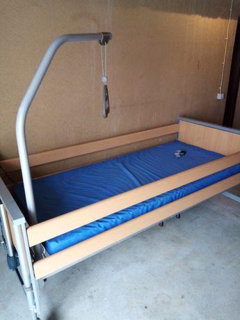 Cama articulada elétrica e elevatória hospitalar com colchão e grades