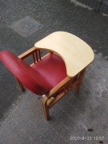 Krzesełko-stolik do karmienia maluszka