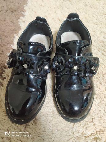 Взуття дитяче на дівчинку
