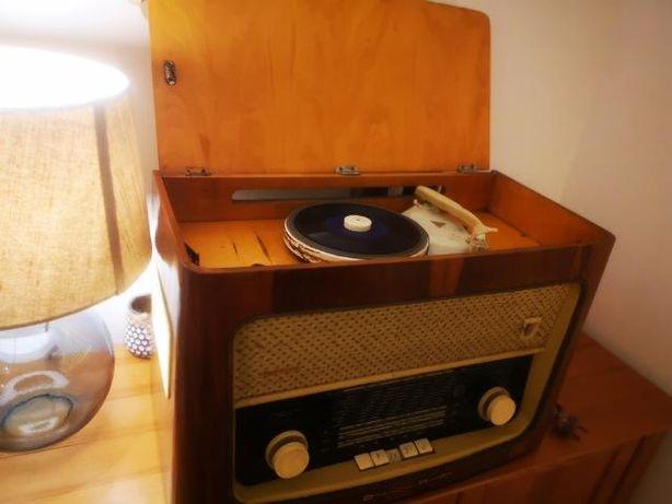 Radio Diora
