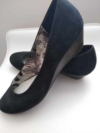 Sprzedam buty damskie zamszowe