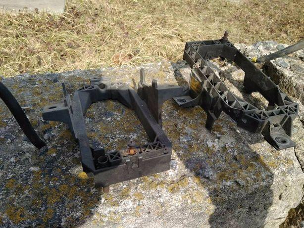 Продам кріплення противотуманки Опель Омега Б до рестайл.