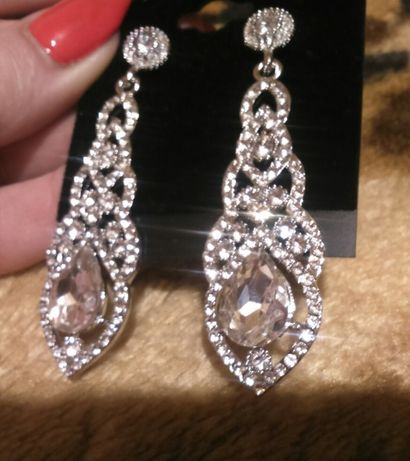 Nowe pięknie błyszczące kolczyki delikatne, lekkie, ślubna biżuteria