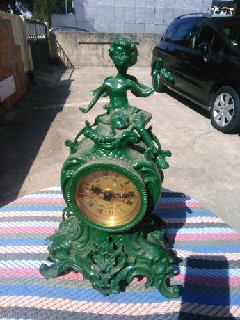 Relógio em latão  pintado