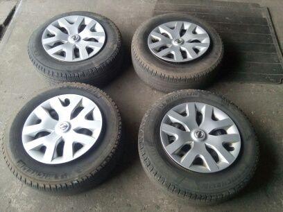 215/70 R 16 Koła letnie: felgi + opony Michelina + kołpaki Nissan!!
