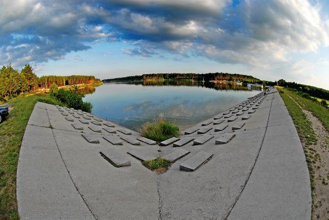 Atrakcyjne miejsce! Zalew Ostrowy! Camping! Relax! Nad samą wodą!100m2
