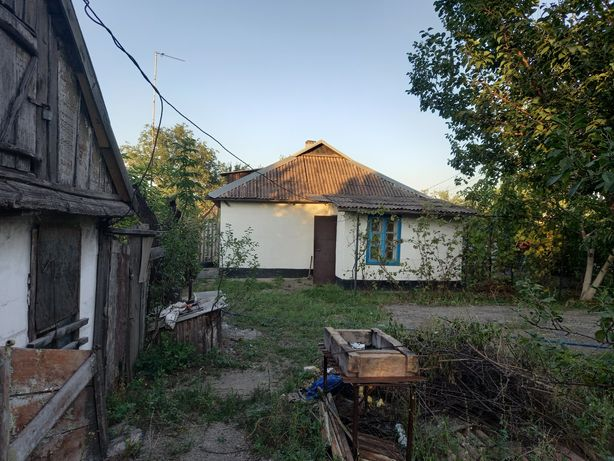 Продам 1/2  дома Куриловка Центр ул.Ленина, газ, ф, 15 соток земли.