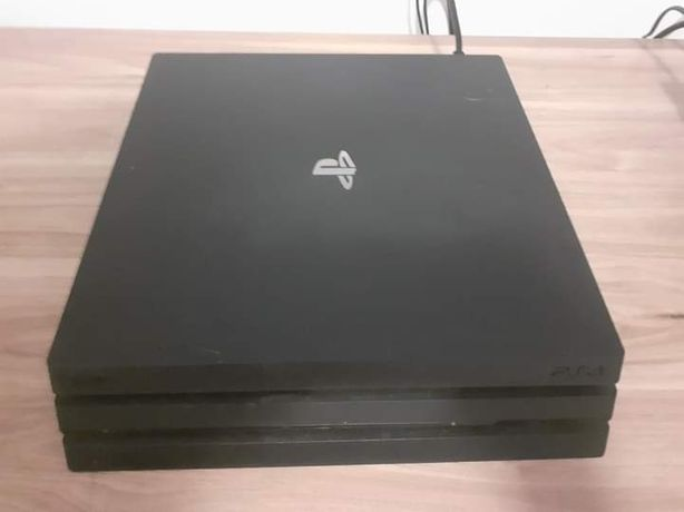 Konsola SONY PS4 PRO 1TB +2 PADY