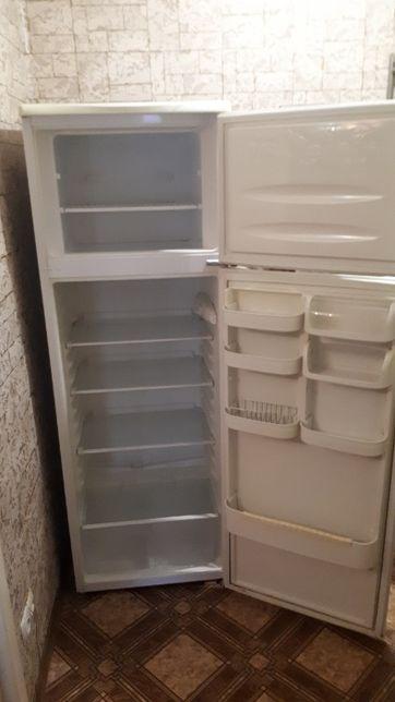 Продам холодильник требующий заправки фрионом