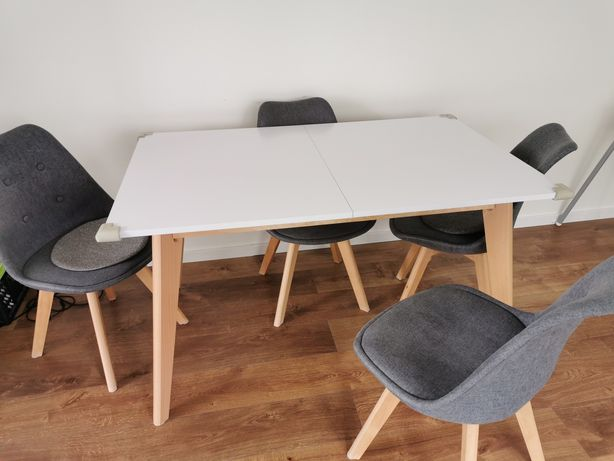 Stół z krzesłami jak nowy.