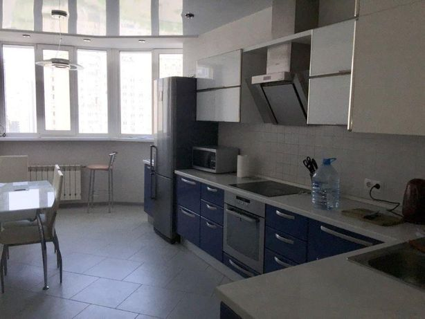 Сдается 4-к квартира на Днепровская набережная 25, Осокорки