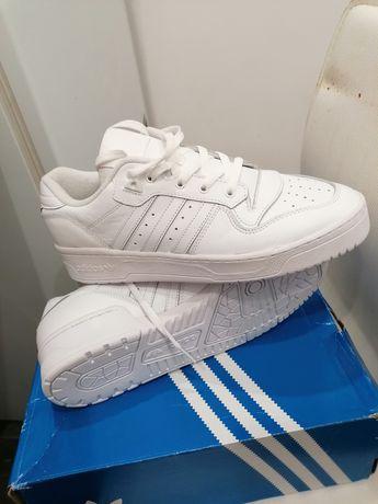 Na sprzedaż nowe oryginalne buty adidas 44/2/3-28,5 cm wkl. ze skóry