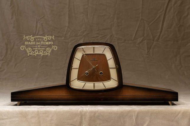 Antigo relógio impecável